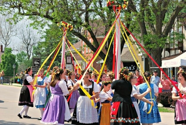 Maypole dancers in period dress at Maifest