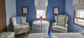 Room with blue walls and comfortable chairs for relaxing