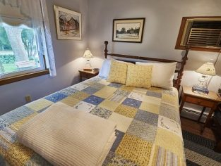 Room 3 with Queen Size bed