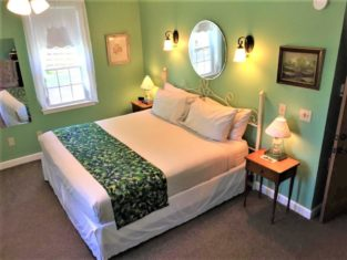Room 5 with king bed