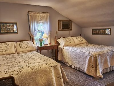 Room 7 with 2 full size beds