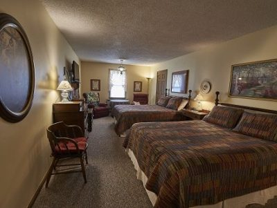 Room 17 with 2 queen size beds