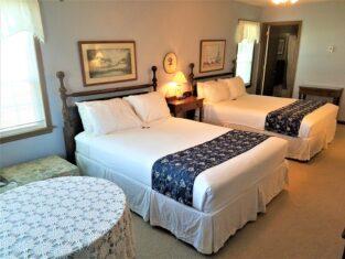 Room 18 with 2 queen beds