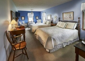Room 18 with 2 queen size beds
